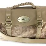 Bolsa confeccionada com palha, ideal para eventos casuais. (Foto Divulgação)