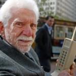 Há 40 anos, Martin Cooper fazia a primeira ligação usando um telefone celular (Foto: Divulgação)