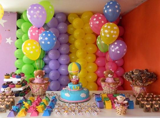 A mesa faz parte do cenário decorativo e pode ganhar inúmeros detalhes divertidos (Foto: Divulgação)