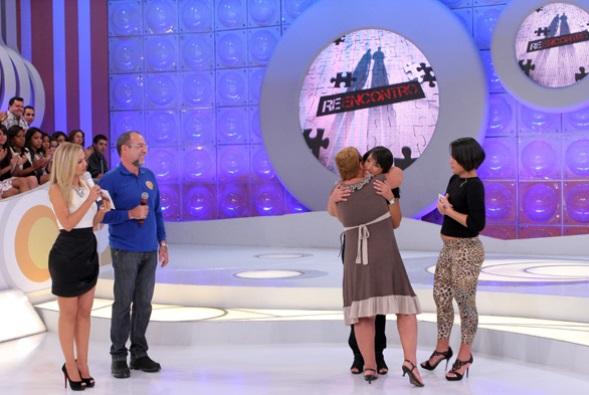 Reencontre a pessoa amada com a ajuda do SBT no programa da Eliana (Foto: Divulgação)