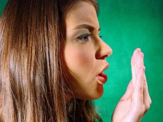 A halitose é normal, desde que não seja persistente (Foto: Divulgação)
