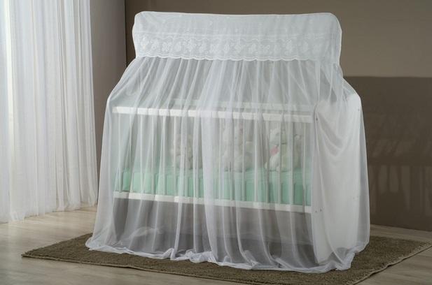 A tela mosquiteiro é um recurso que não pode faltar na decoração de um berço (Foto: Divulgação)