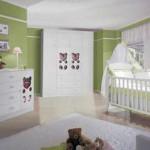 Cortina branca combina com os móveis e o tapete (Foto: divulgação)