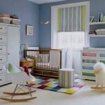 Cortina colorida para o quarto com parede azul (Foto: divulgação)