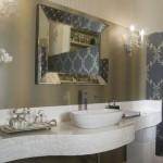 Os papéis de parede conferem um design mais elaborado e altamente sofisticado ao seu lavabo (Foto: Divulgação)