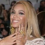 A diva Beyoncé usou um esmalte dourado em sua composição (Foto: Divulgação)