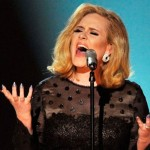 Adele também não ficou de fora quanto o design de suas unhas (Foto: Divulgação)