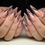 Há quem prefira decorar as unhas stiletto com inspiração na cantora Lady Gaga (Foto: Divulgação)