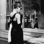 O vestido tubinho de Audrey Hepburn. (Foto:Divulgação)