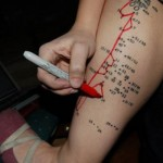 As mulheres estão mais ousadas na hora de escolher tatuagem. (Foto:Divulgação)