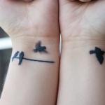 Tatuagem dá a ideia de movimento. (Foto:Divulgação)