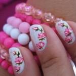Rosas transformamo visual das unhas. (Foto:Divulgação)