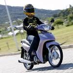 Econômica, a moto é perfeita para quem deseja gastar menos. (Foto: Divulgação).