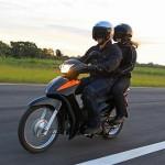 A Biz é ideal para o público que procura independência na locomoção e prazer ao pilotar. (Foto: Divulgação).