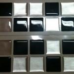 Cartelas com pastilhas pretas e brancas para cômodos modernos (Foto: Divulgação)