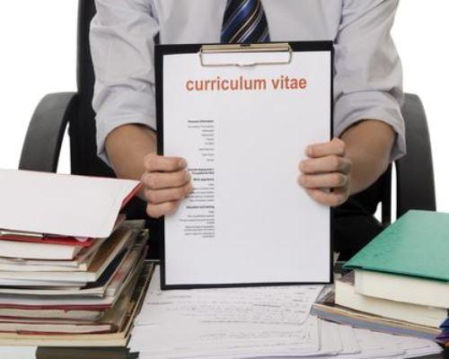 O currículo errado pode minar as chances de se conseguir o emprego (Foto: Divulgação)