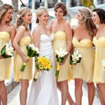 Damas de honra usam vestido amarelo acima do joelho. (Foto:Divulgação)