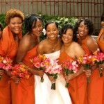 Damas de honra usam vestido laranja.  (Foto:Divulgação)