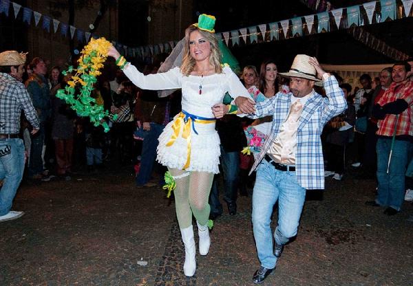 A diversão é completa com a noiva caipira (Foto: Divulgação)