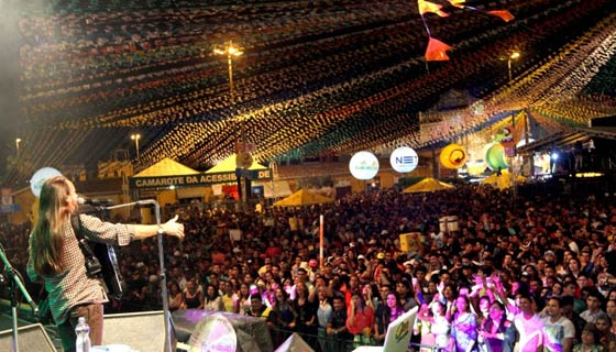 Forró Caju atrai milhares de turistas todos os anos (Foto: Divulgação)