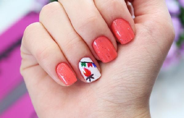 Nem todas as unhas da mão foram decoradas. (Foto:Divulgação)