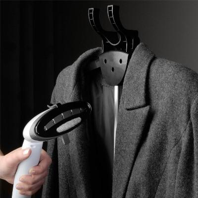 O vapor reorganiza as fibras do tecido, deixando-o mais liso (Foto: Divulgação)
