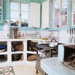 Os móveis antigos deixam a cozinha receptiva.  (Foto:Divulgação)