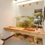 No banheiro também é válido inserir um pequeno jardim de inverno (Foto: Divulgação)