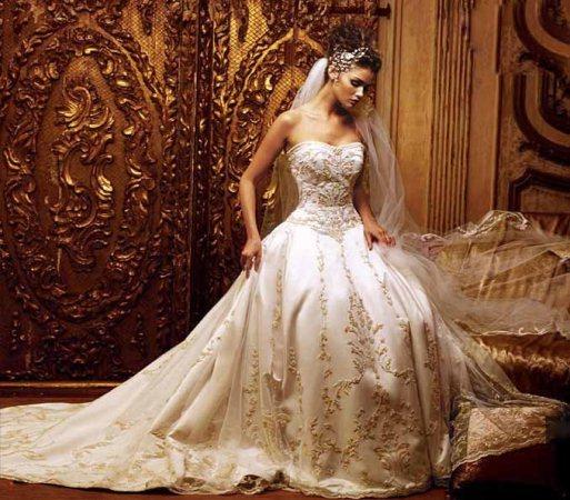 Os vestidos de noiva estilo princesa caem muito bem. (Foto: divulgação)