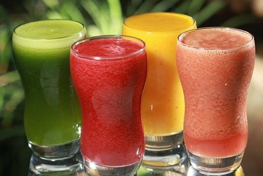 Os sucos naturais, além de deliciosos, proporcionam vários benefícios à saúde. (Foto: divulgação)