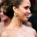 A tiara de trança se destaca no penteado.  (Foto:Divulgação)