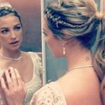 O vestido de noiva de Luana e vintage, simples e chic. (Foto:Divulgação)
