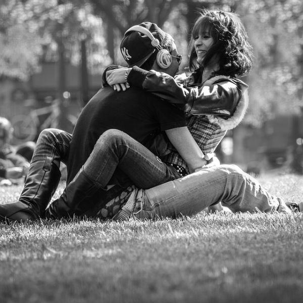 Para que o relacionamento seja duradouro, é importante fazer o jogo das emoções, (Foto: divulgação)