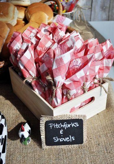 Docinhos embrulhados em guardanapos xadrez (Foto: Divulgação)
