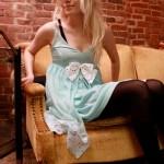 Combinando o slip dress com outras peças, tira-se o seu estilo de camisola (Foto: Divulgação)