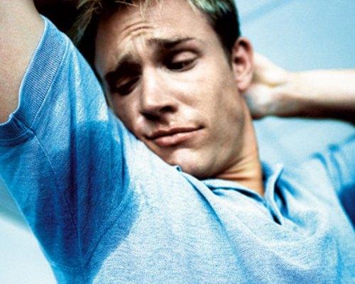 O suor excessivo pode ser constante ou causado pelo estado emocional (Foto: Divulgação)