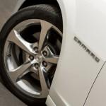 As rodas de liga leve são de aro 20 (Foto: Divulgação)