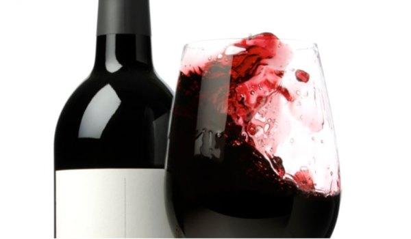 Se o vinho pode manchar tecidos, também mancha os dentes. (Foto: divulgação)