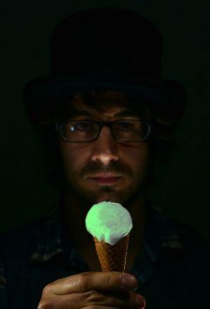 O sorvete brilhante inventado pelo chef britânico custa o equivalente a R$ 500,00, cada bola (Foto: Divulgação)