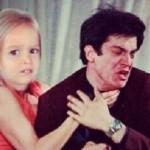 Até a criancinha batendo no Félix (Foto: Divulgação)