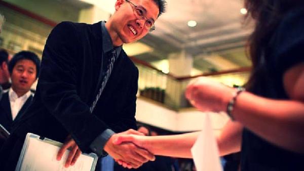 Milhares de jovens se inscrevem no Jovem Aprendiz Correios (Foto: Exame/Abril)