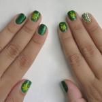 Pedrinhas com brilho enfeitam as unhas (Foto: Divulgação)