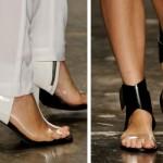 Calçados com detalhes transparentes são a cara do verão (Foto: Divulgação)