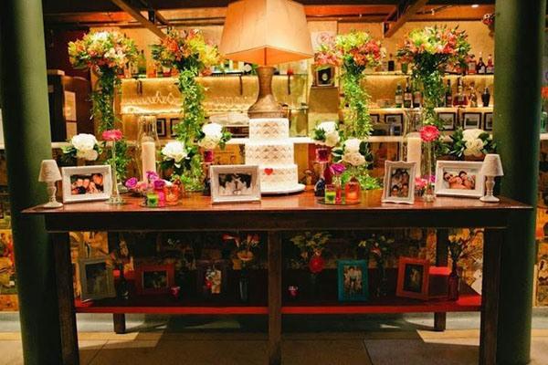 A decoração intimista, inclusive com objetos pessoais do casal, é tendência para 2014 (Foto: Divulgação)