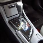 A transmissão automática CVT, de sete velocidades, é outra novidade do Corolla 2015 (Foto: Divulgação)