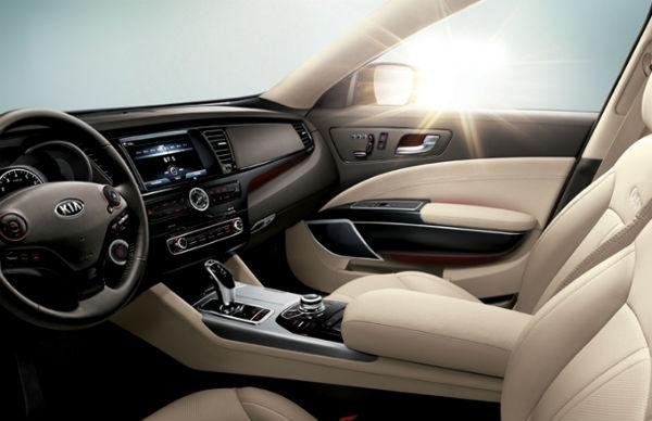 Ele oferece bastante luxo e conforto para motorista e passageiros (Foto: Divulgação)