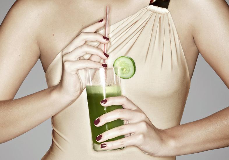 Suco verde ajuda limpar o corpo  (Foto: M de Mulher/Abril)