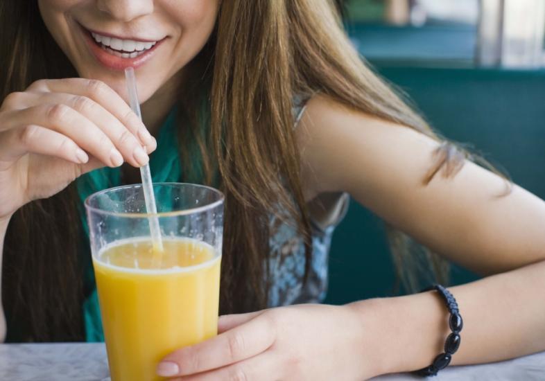 Dê preferências para sucos e bebidas saudáveis  (Foto: M de Mulher/Abril)