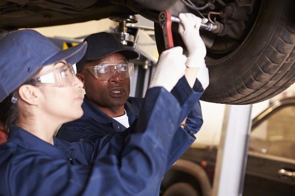 Os profissionais que já trabalham na indústria podem buscar aperfeiçoamento. (Foto Ilustrativa)