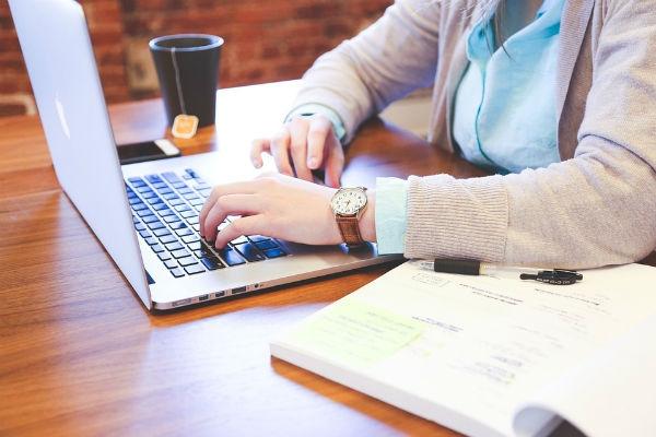 A maior parte dos estudos é realizada no ambiente virtual de aprendizagem. (Foto: Divulgação)